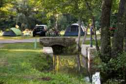 Camping les prades emplacement caravanning ruisseau