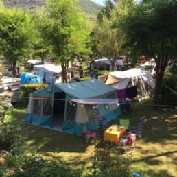 Camping les prades emplacements ombre espace caravanes