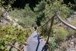 camping les Prades randos gorges du tarn falaise escalier